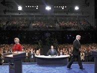 Кандидаты в президенты США Хиллари Клинтон и Дональд Трамп во время дебатов