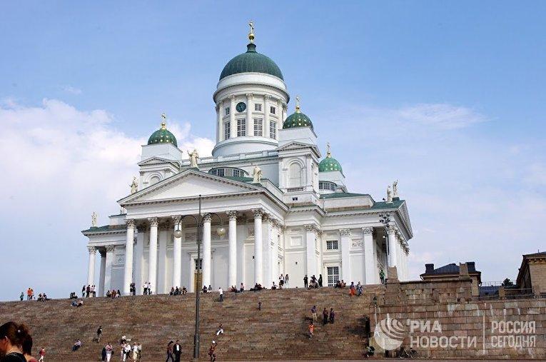Кафедральный собор на сенатской площади в Хельсинки