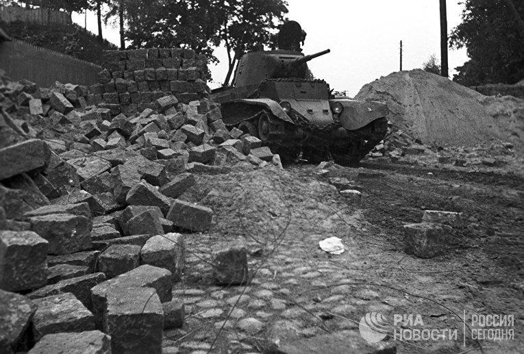 Советский танк в Вильно