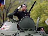 Арсений Павлов во время парада в честь Дня Победы в Донецке
