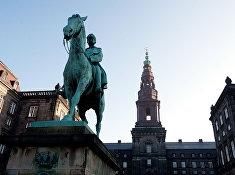 Дворец Кристиансборг в Копенгагене. Здание датского парламента.