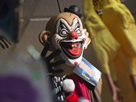 Маска страшного клоуна в одном из магазинов в Арлингтоне