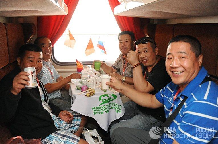 Пассажиры туристического поезда «Великий Чайный путь Маньчжурия - Сибирь»