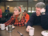 Кандидат в президенты США от Демократической партии Билл Клинтон и его жена Хиллари