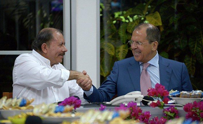 Министр иностранных дел России Сергей Лавров и президент Никарагуа Даниэль Ортега во время встречи в Манагуа