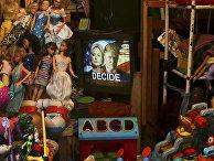Кандидаты в президенты США Хиллари Клинтон и Дональд Трамп на экране телевизора на рынке в Никарагуа