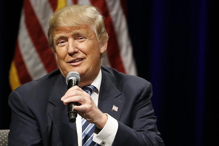 Кандидат на пост президента США Дональд Трамп выступает во время предвыборной кампании в Бофорте, 16 февраля 2016