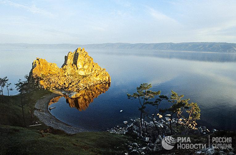 Шаман-камень на острове Ольхон