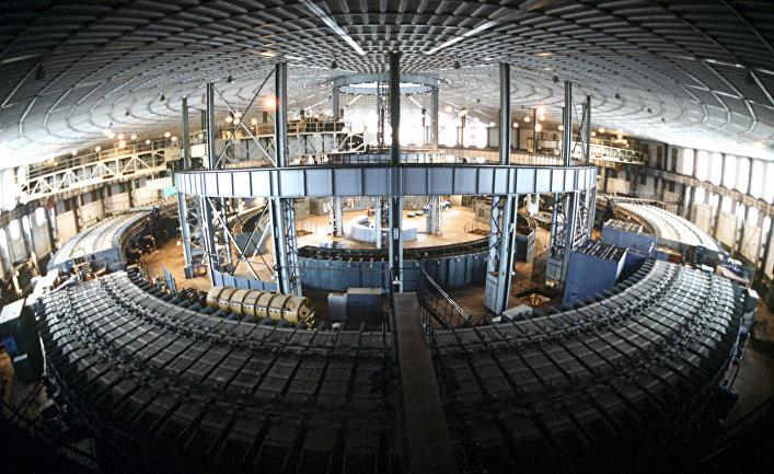Синхрофазотрон в Объединённом институте ядерных исследований в Дубне