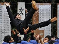 Студенты, успешно сдвшие вступительные экзамены в Токийский Университет