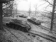 Танки Т-34 выходят на боевой рубеж. 3-й Белорусский фронт