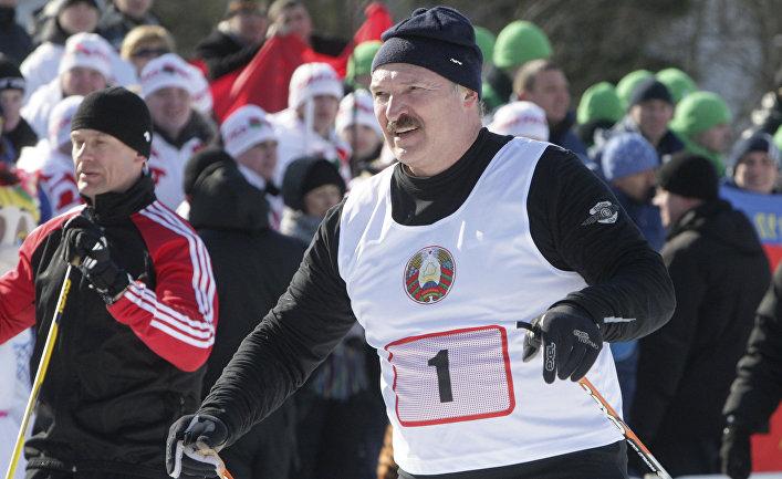 Президент Белорусси Александр Лукашенко во время спортивный соревнований