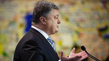 Президент Украины Петр Порошенко во время мероприятия по случаю Дня достоинства и свободы