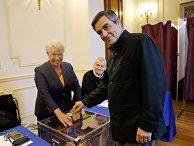 Экс-премьер Франции Франсуа Фийон голосует на президентских праймериз правых и центристов во Франции