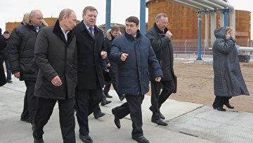 Премьер-министр РФ В.Путин посетил нефтеналивной терминал в Усть-Луге