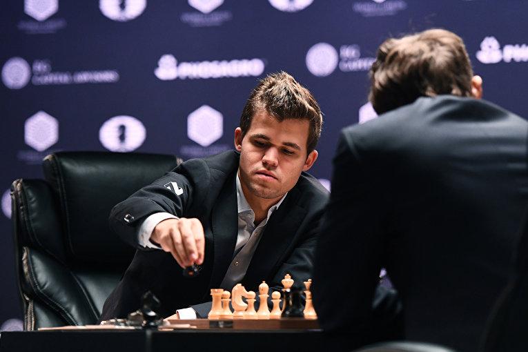 Сергей Карякин и Магнус Карлсен в партии матча за звание чемпиона мира в Нью-Йорке