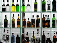Алкоголь за барной стойкой в баре в аэропорту Хельсинки