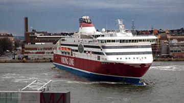 Паром Viking XPRS компании Viking Line в акватории Хельсинки
