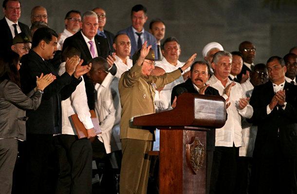 Президент Кубы Рауль Кастро на церемонии прощания с Фиделем Кастро в Гаване