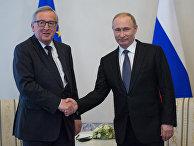 Президент РФ Владимир Путин и председатель Европеийской комиссии Жан-Клод Юнкер во время встречи в Санкт-Петербурге