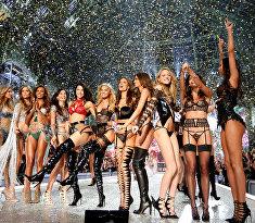Показ мод Victoria's Secret 2016