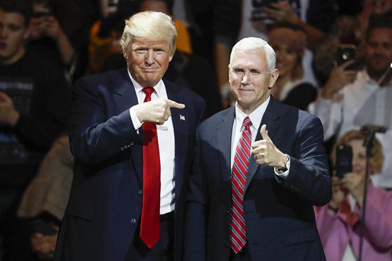Избранный президент Дональд Трамп и избранный вице-президент Майк Пенс