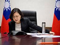 Глава администрации Тайваня Цай Инвэнь говорит по телефону с избранным президентом США Дональдом Трампом