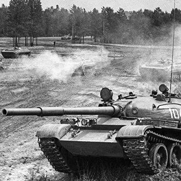 Советские танки Т-62 на учениях