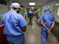 Врачи в коридорах онкологической больницы в Сан-Хуан
