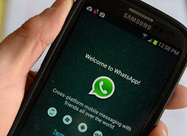 Мессенджер WhatsApp на экране мобильного телефона