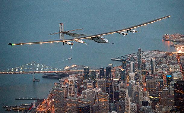 Самолет Solar Impulse 2 над Сан-Франциско