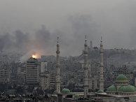 Дым от взрывов над Алеппо, Сирия. 5 декабря 2016