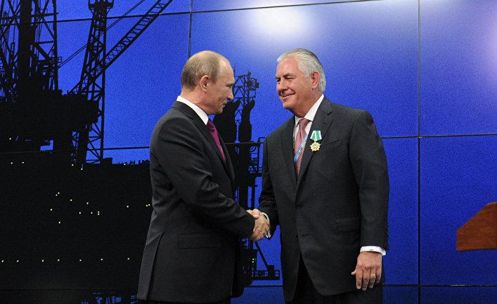 Президент России Владимир Путин и председатель совета директоров компании «Эксон Мобил» Рекс Уейн Тиллерсон