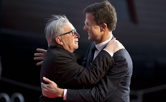 Премьер-министр Голландии Марк Рютте и председатель Европейской комиссии Жан-Клод Юнкер