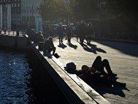 Отдыхающие в Новой Гавани в Копенгагене