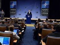 Генеральный секретарь НАТО Йенс Столтенберг во время выступления в штаб-квартире альянса в Брюсселе