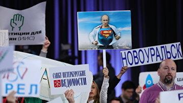 Журналисты на двенадцатой большой ежегодной пресс-конференции президента РФ Владимира Путина