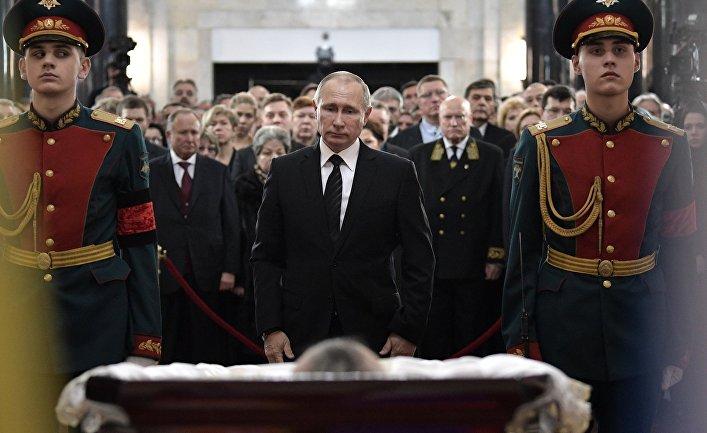 Президент РФ Владимир Путин на церемонии прощания с российским послом в Турции Андреем Карловым