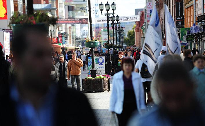 Горожане на пешеходной улице Вайнера в центре Екатеринбурга