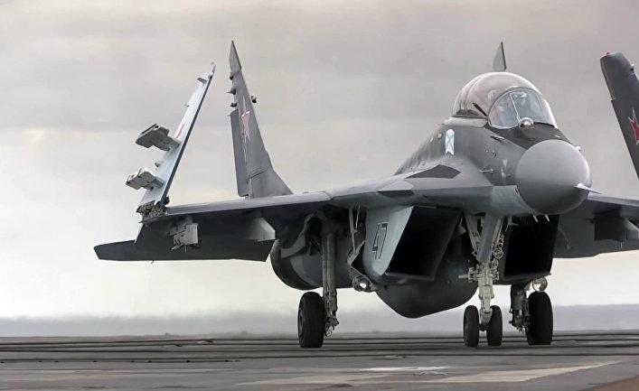 Многоцелевой истребитель МиГ-29 ВКС РФ перед взлетом с палубы тяжёлого авианесущего крейсера «Адмирал Кузнецов»