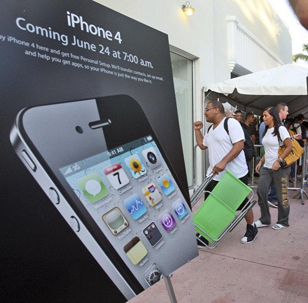 Первые покупатели нового iPhone 4