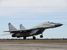Самолет-истребитель МиГ-29 участвует в боевой тренировке в Краснодарском крае