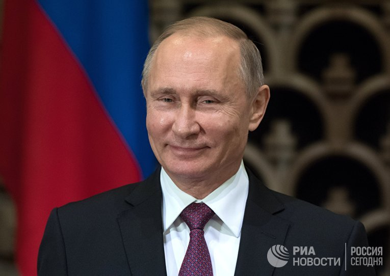 Президент РФ Владимир Путин во время церемонии подписания российско-японских документов