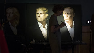 Портреты Дональда Трампа и Владимира Путина в пабе Union Jack в Москве