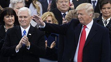 Президент США Дональд Трамп и вице-президент США Майк Пенс на церемонии инаугурации в Вашингтоне