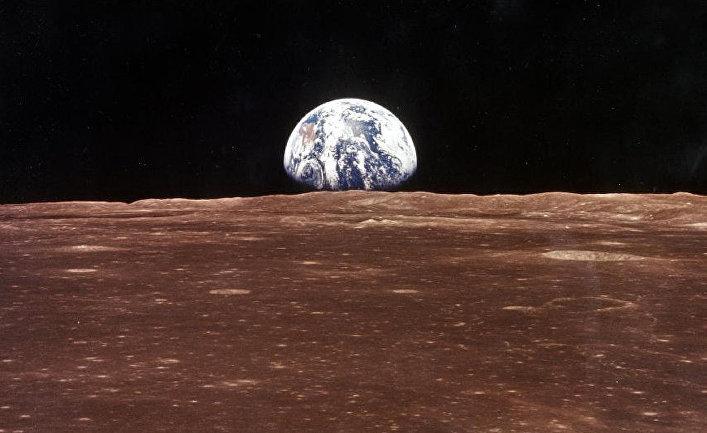Вид на Землю с Луны во время экспедиции экипажа Аполлон 11