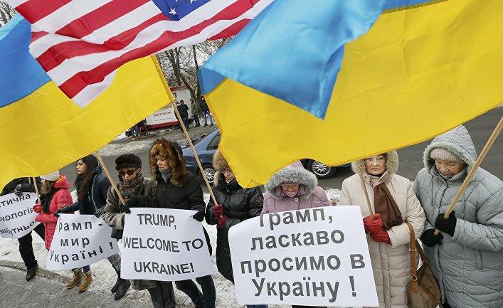 Демонстрация в поддержку президента США Дональда Трампа у посольства США в Киеве