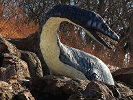 Скульптура доисторического животного
