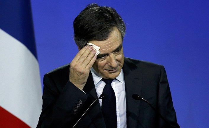 Франсуа Фийон требует оставить супругу впокое