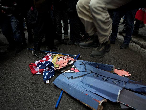 Акция протеста перед посольством США в Монреале